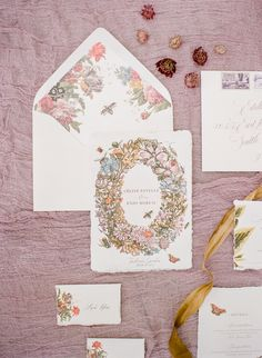 Romantic floral wedding invitation suite | Photography: The Ganeys - http://theganeys.com/