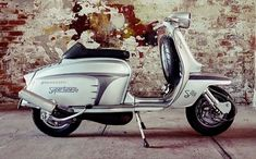 Moped Bike, Lambretta Scooter, Vespa Scooters, Retro Scooter, Scooter Custom, Scooter Girl, Classic Vespa, Italian Scooter, Motor Scooters