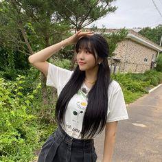 Gfriend Sowon, Latest Music Videos, Uzzlang Girl, G Friend, Brunette Girl, K Idol, Beautiful Songs, Girl Poses, Beautiful Asian Girls