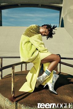 """Teen Vogue May Willow Smith by Emma Summerton Willow Smith is taking over the fashion world. The Chanel ambassador graces the May cover of Teen Vogue, rocking a choker for the magazine's """"Global Issue"""" with being named the """"Coolest Girl in the Galaxy"""". Vogue Brazil, Vogue Russia, Fashion Photography Inspiration, Editorial Photography, Photography Poses, Glamour Photography, Lifestyle Photography, Vogue India, Jada Pinkett Smith"""