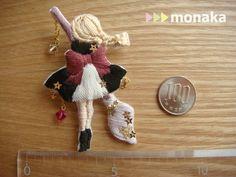 broche 三つ編み魔女の刺繍ブローチ