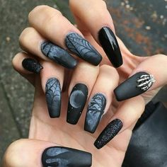 Are you looking for easy Halloween nail art designs for October for Halloween party? See our collection full of easy Halloween nail art designs ideas and get inspired! Halloween Nail Designs, Halloween Nail Art, Halloween Halloween, Halloween Fashion, Halloween Makeup, Halloween Series, Halloween Candles, Halloween Decorations, Halloween Costumes