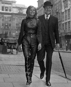 """""""The Avengers"""" avec Patrick Macnee The Avengers, Avengers Series, Spy Shows, Uk Tv Shows, Emma Peel, Female Actresses, Actors & Actresses, Diana Riggs, Dame Diana Rigg"""