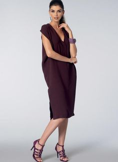 Vogue Sewing Pattern V1496 by Sandra Betzina … V-Neck Cocoon Dresses. Very loose-fitting, tapered, pullover dress has V-neckline, optional pockets. Super chic in two styles … WeaverDee.com