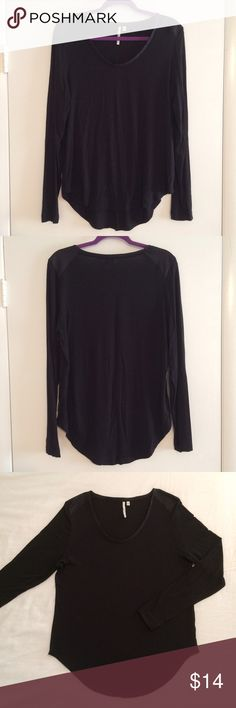 Calvin Klein Jeans Black Long Sleeve Hi-Lo Top Calvin Klein Jeans Black Long Sleeve Hi-Lo Blouse Cool polyester fabric look on the shoulders and neck trim! Perfect to dress up or down! Size Large Body: 95% viscose and 5% elastane Trimming(neck trim and shoulders): 100% Polyester Excellent Condition Calvin Klein Tops Blouses