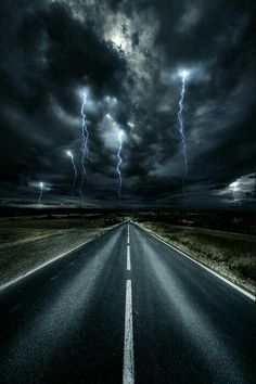 Strange Encounters of the Third Kind?! All Nature, Amazing Nature, Science Nature, Beautiful Sky, Beautiful World, Beautiful Places, Wonderful Places, Tornados, Thunderstorms