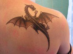 enfin mon premier tatouage, un dragon magnifique, encore mieu que sur le model. et oui un nouveau dragon est née et pour se reposer , il c'est deposer sur mon épaule. personnellement c le premier t...