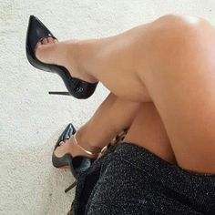 Stilettocouture Bella: black pumps, anklet, toe cleavage, and great legs Hot Heels, Sexy High Heels, Sexy Legs And Heels, Nylons Heels, Beautiful High Heels, Stockings Heels, High Heel Pumps, Pumps Heels, Stiletto Heels