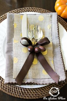 No Sew Burlap Silverware Holder ~ make it in just minutes and for pennies a piece! #nosewdecorating