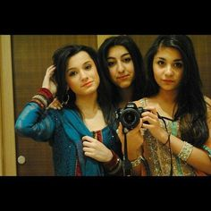 Waliyha malik ( far left) zayns beautiful sister Quotes By Famous People, People Quotes, Zayn Malik Family, Zayn Mailk, Sisters Forever, Liam Payne, One Direction, Friends Family, Girlfriends