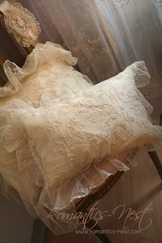 Dreamy tambour lace pillows