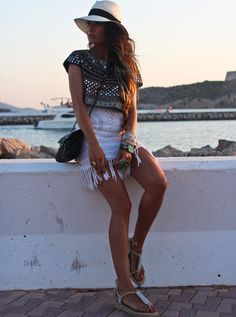 Madame de Rosa rocking a boho glam outfit. Embellished Zara top, Antik Batik fringed crochet shift, cute sandals by Casual and wide brim by El Corte Ingles.