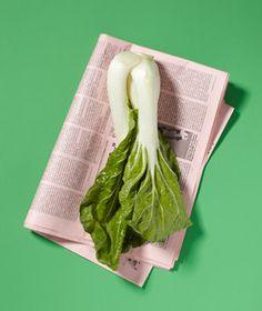 Utiliza papel de periódico para absorber malos olores de comida (ideal para el tupper o la nevera)  #trucos #tips life hacks