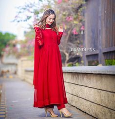 Pakistani Fashion Party Wear, Pakistani Dress Design, Pakistani Dresses, Stylish Girl Images, Bridesmaid Dresses, Wedding Dresses, Cute Faces, Girls Image, Simple Dresses