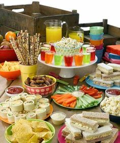 Kids Birthday Party Food Ideas Awesome Party Food Spread for Kids Birthday Parties Kids Party Finger Foods, Snacks Für Party, Party Treats, Healthy Meals For Kids, Kids Meals, Easy Meals, Party Food Spread, Birthday Party Menu, Birthday Party Food For Kids