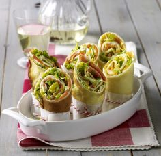 Unser beliebtes Rezept für Pfannkuchen-Wraps mit Frischkäse-Lachs-Füllung und mehr als 55.000 weitere kostenlose Rezepte auf LECKER.de.