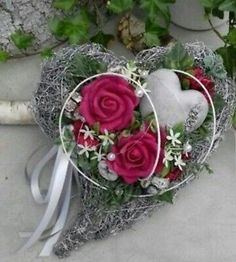 Lovingly decorated grave jewelry consisting of: a brush heart, exotic, . - Lovingly decorated grave jewelry consisting of: a brush heart, exotic, artificial green and flowers - Exotic Flowers, Purple Flowers, Cemetery Decorations, Cemetery Flowers, All Saints Day, Foam Roses, Funeral Flowers, Yellow Roses, Ikebana