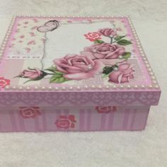 Caixa Rosa Decoupage Tutorial, Jewellery Boxes, Craft Projects, Decorative Boxes, Scrap, Arts And Crafts, Wallpaper, Instagram Posts, Home Decor