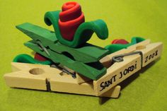 rosa Sant Jordi 2008 Saint George, Art Activities, Art For Kids, Traditional, Toys, Gifts, Paper, Spring, Ideas