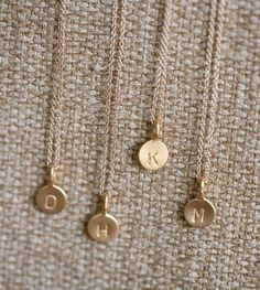 I want a simple initial necklace like this that I can wear with everything ♥