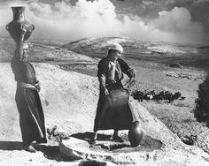 Bethlehem-بيت لحم: Women of Bethlehem 103 - Drawing water from well,  Beit Sahour (1939-45)