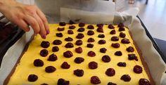"""Prăjitura """"Vișinele sub zăpadă"""" — un desert ușor pentru o companie mare! - Retete-Usoare.eu"""