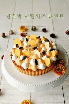 이웃님들 활기찬 하루 시작하셨나요 ?? 저도 이제 근무 시작 ~ 하기전에 포스팅 언넝 해놓고 또 하루 열심... Tart Recipes, Sweet Recipes, Dessert Drinks, Dessert Recipes, Biscuits, Rice Cakes, Mini Desserts, Fancy Cakes, Fondant Cakes