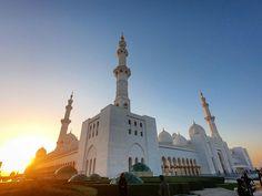 Pozaba objaviti... 🕌  #sheikhzayedmosque #abudhabi #mosquesofworld #mosque #tb #travelgram #sunset #goprohero Gopro Hero, Mosque, Collaboration, Taj Mahal, Etsy Seller, My Etsy Shop, Sunset, Places, Travel