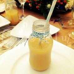 Mini botellas de vidrio para bebidas y aguas frascas / Eventos infantiles / Ideas originales bodas, fiestas y eventos / Mini bottles / parties / COMPRA AQUÍ: www.globosdeluz.com