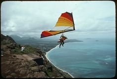 Hang gliding looks amazing, and safer than jumping out of an airplane or off of a cliff. Places To Travel, Places To Go, Asa Delta, Hang Gliding, The Day Will Come, Before I Die, Extreme Sports, Adventure Is Out There, Rafting