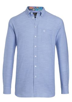 #FridaysFavourite I With love to the detail: This simple an classy shirt enchant with its lovely colourful collar. #bugattifashion #menswear
