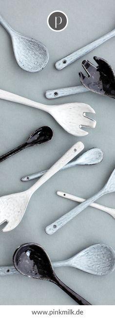 Bringe den skandinavischen Stil in Deine Küche! Bei uns im Shop findest Du rustikale Schneidebretter, nordisches Geschirr und andere schöne Dekoaccessoires, damit Du skandinavisch wohnen kannst. #skandinavsich #wohnen #ideen #deko #inspiration Scandinavian Style, Broste Copenhagen, Cutlery Set, Blue Grey, Tablewares, Decorating Ideas
