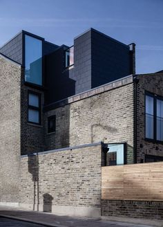 The Modern House has been successfully selling Britain's finest modern architecture since 2005 Modern Architecture Design, Residential Architecture, Modern House Design, Interior Architecture, Fashion Architecture, Photo D'architecture, City Photo, Edwardian Haus, Roof Extension
