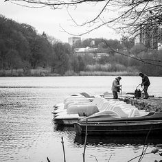 Winterputz // Cleaning up 4 the winter. . . . #winter #sauerland #igerssauerland #iserlohn #igersiserlohn #igersdeutschland #igersgermany #see #lake #smalltown #kleinstadt #lakeside #seilersee #landschaft #landscape #streetphotography #street #streetstyle #lightroom #iphone #schwarzweiß #blackandwhite #schwarzweiss #bw #bnw #insta_bw #bw_lover #bw_crew #smalltownsnapshots