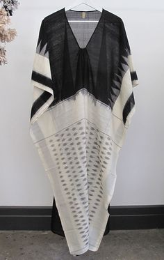 """Ikat hand loomed cotton sari caftan in medium weight cotton. - white body with black front - Length 49"""" - Free domestic shipping"""