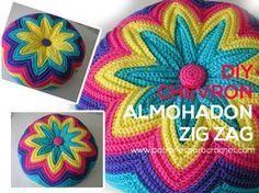Aprenda a tricotar um zig zag ou uma almofada chevron / passo a passo Zig Zag Crochet, Crochet Pouf, Crochet Cushions, Crochet Pillow, Freeform Crochet, Irish Crochet, Crochet Stitches, Crochet Patterns, Crochet Cushion Cover
