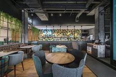 Charlie Pizza by is a new restaurant project designed by In Arch and is located in Kaunas, Lithuania. Photos by Leon Garbačauskas Healthy Restaurant Design, Grill Restaurant, Restaurant Interior Design, Restaurant Ideas, Coffee Shop Design, Cafe Design, Café Bar, Upholstered Dining Chairs, Bar Chairs