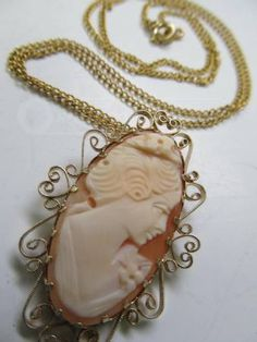 Pretty Vintage Shell Cameo Necklace