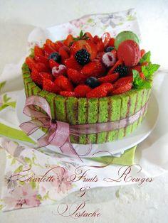 J'en reprendrai bien un bout...: Charlotte Fruits Rouges & Pistache