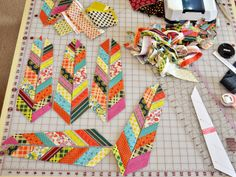This was the view from my cutting table this weekend, while I spent Saturday making a few of these gorgeous feather blocks from Anna Maria H. Quilting Tutorials, Quilting Projects, Quilting Designs, Small Quilts, Mini Quilts, Quilt Block Patterns, Quilt Blocks, Arrow Quilt, Quilt Modernen