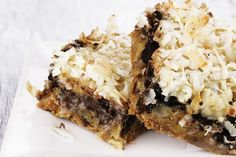 This recipe for chocolate coconut bars will satisfy your sweet craving.For those of you that love the combination of chocolate with coconut, you will enjoy this bar. Chocolate Coconut Bars Recipe from Grandmothers Kitchen. Coconut Desserts, Just Desserts, Delicious Desserts, Yummy Food, Coconut Bars, Coconut Pecan, Coconut Recipes, Coconut Cream, Healthy Desserts
