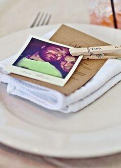 Photo + pince à linge ! présenté sur un fil pendant le vin d'honneur avec de belles photos de tout le monde