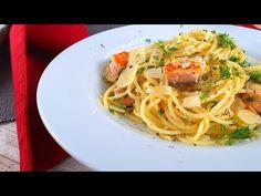 Rețeta depaste cu somonși sos alb, este ideală pentru zilele în care suntem ocupați sau pentru atunci când nu vrem să petrecem mult timp în bucătărie, această rețetă este perfectă deoareceîn 30 de minute aveți niște paste delicioase. Este rețeta mea preferată de paste. Cu ingrediente puține și delicioase - somon, usturoi, smântână și parmezan,… Creamy Salmon Pasta, Salmon Pasta Recipes, Spaghetti, Ethnic Recipes, Food, Essen, Meals, Yemek, Noodle