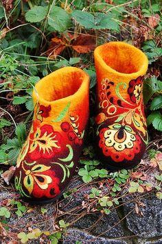 Felted Low shoes Fairy Flowers Khokhloma by IrinaU Wool Shoes, Felt Shoes, Nuno Felting, Needle Felting, Fairy Shoes, Felt Fairy, Decorated Shoes, Textile Fiber Art, Wool Art