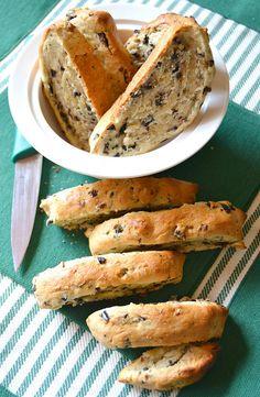 Tozzetti alle olive nere e timo