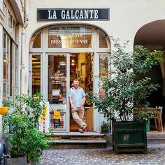 Paris Re-Tale. The city's spirit through its shop signs. Shop House Plans, Shop Plans, Cire Trudon, Restaurants, Design Furniture, Furniture Logo, Metal Furniture, Shop Fronts, Shop Front Design