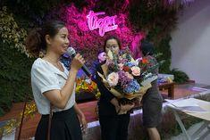 Workshop Chia sẻ kinh nghiệm mở shop hoa - 7 Lý do nên học cắm hoa trước khi mở shop Flower Arrangement Designs, Flower Designs, Flower Arrangements, Flower Basket, Flower Art, Bouquet, Flowers, Floral Arrangements, Flower Drawings