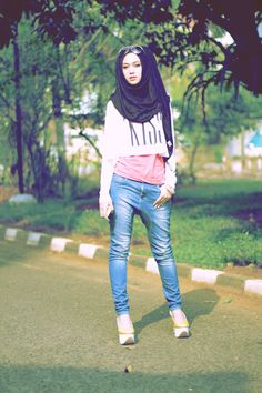 Crop Top Genius     Who says we can't wear crop tops modestly? :) Try putting it over the shirt :) Ok. (Source: How to hijabify a crop top. #hijab)