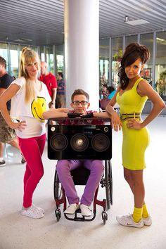 "Heather Morris, Kevin McHale and Naya Rivera BTS of Glee's ""Homecoming"" Glee Santana And Brittany, Glee Season 6, Artie Abrams, Naya Rivera Glee, Glee Quotes, Glee Memes, Fit Quotes, Glee Fashion, Fashion Clothes"