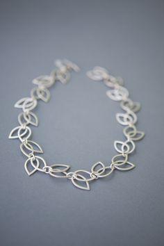 Hollow tulip collar necklace.
